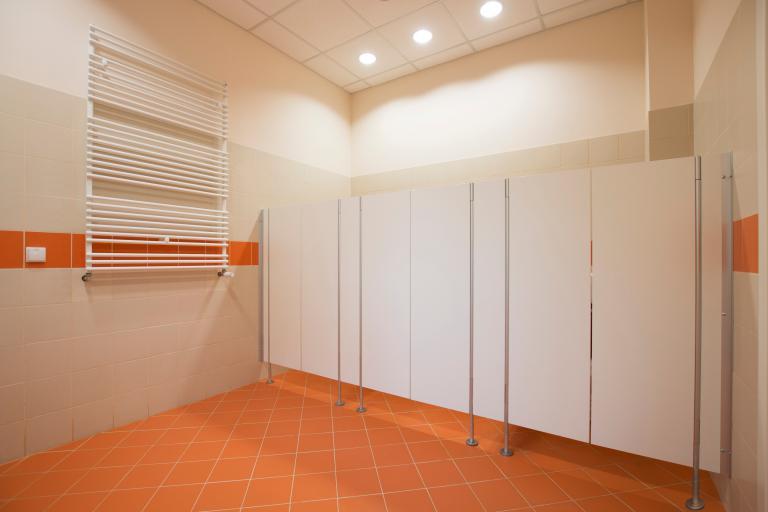 Drzwi wahadłowe do kabin prysznicowych